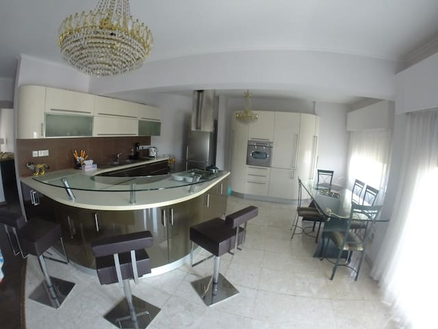 Luxury 4 b/r flat closed to Crowne - Agios Athanasios - Apartment