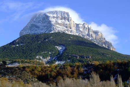 Apt. Casa Modesto. Pirineo Huesca - Escalona - Pis