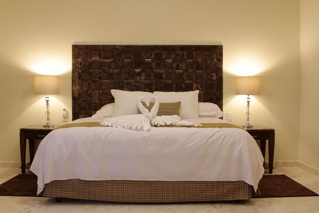 We offer 8 King size bedrooms with private bathroom and all amenities.