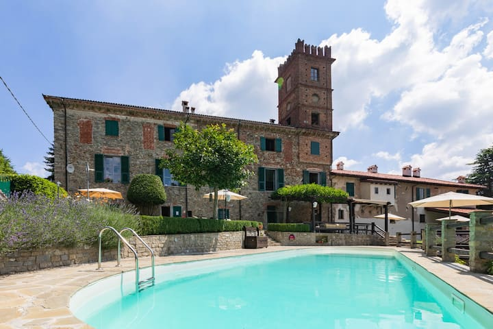Two bedroom apartment in farmhouse with pool