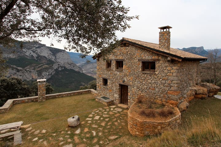 Private mountain lodge with the luxury of a villa - Organyà - Huis