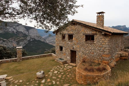 Private mountain lodge with the luxury of a villa - Organyà - Ev