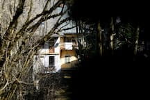 Le refuge du Vieux Bourg, maison de village, vue du côté jardin.