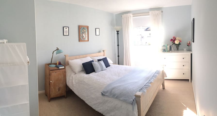 Bright quiet double room convenient - Edinburgh - Huis