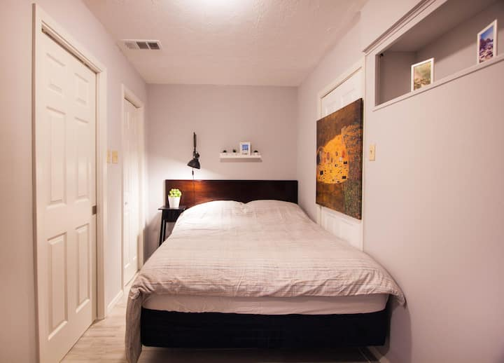 20% OFF Monthly • STERILIZED • Cozy and affordable in Pasadena Texas near Hobby Airport & Nasa