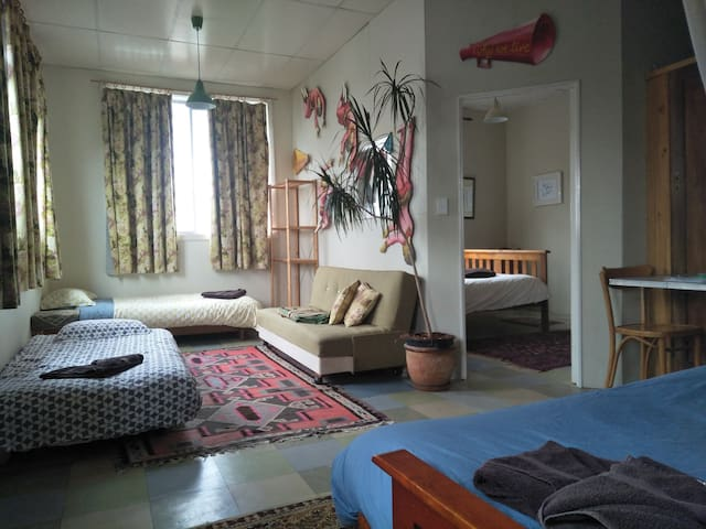 Fitzroy Artist Loft: Spacious and sunlit. Private bedroom (for 2 guests or a solo traveller). Both rooms/areas are included for  a group of 4 - 5 people.  Plenty of room to relax or work.