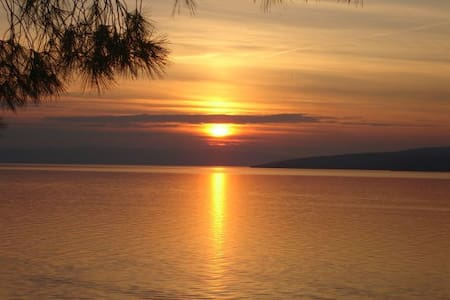 First Row Sea- Breathtaking sunsets - Bratuš, Baška Voda, Makarska Riviera - 公寓