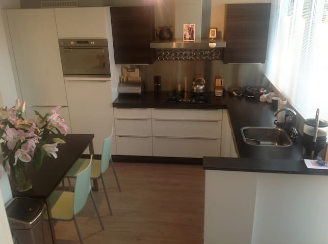 Bright and Comfy Room centre-east - Amsterdam - Apartment