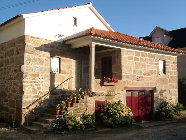 CASA DAS ANDORINHAS trabule beach guesthouse - Rãs - House