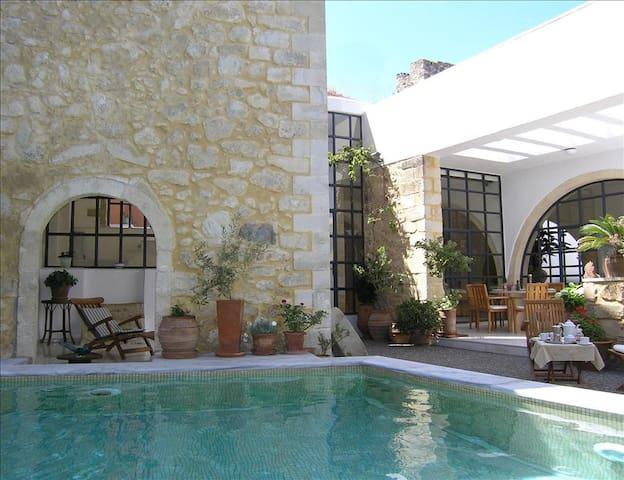 Luxury 5 BR Greek Villa with Pool and Ocean Views - Maroulas
