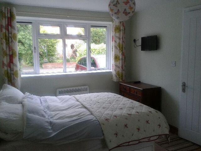 Cosy cottage annex ensuite room - Edgmond - Hus