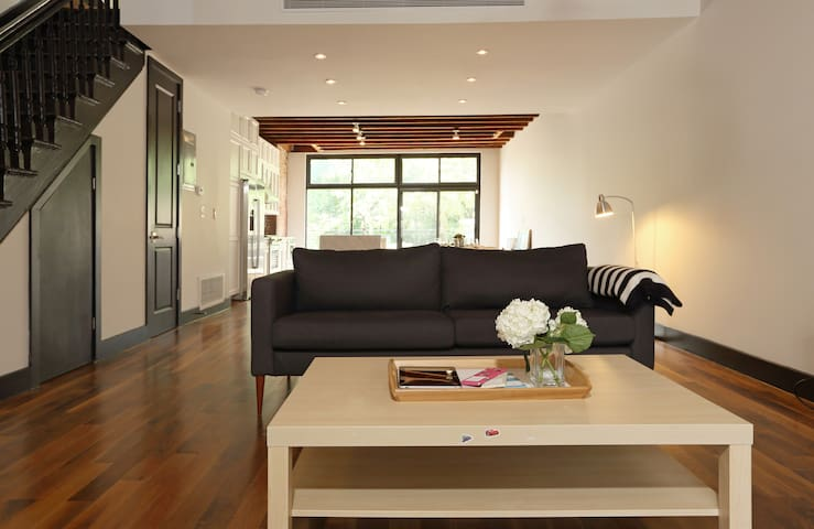 3 Bedroom Greenpoint Townhouse - Brooklyn - House