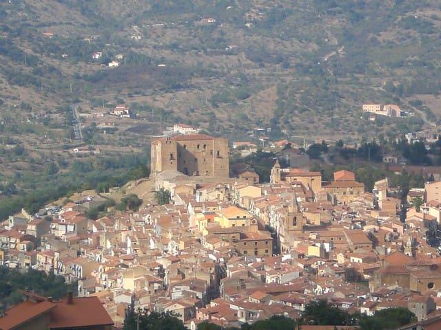 Casa panoramica a Castelbuono - Castelbuono - Flat