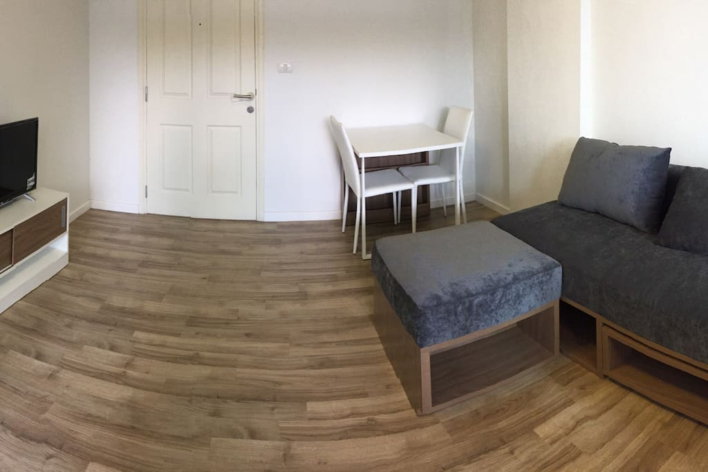 Fully furnished living room (panoramic view)