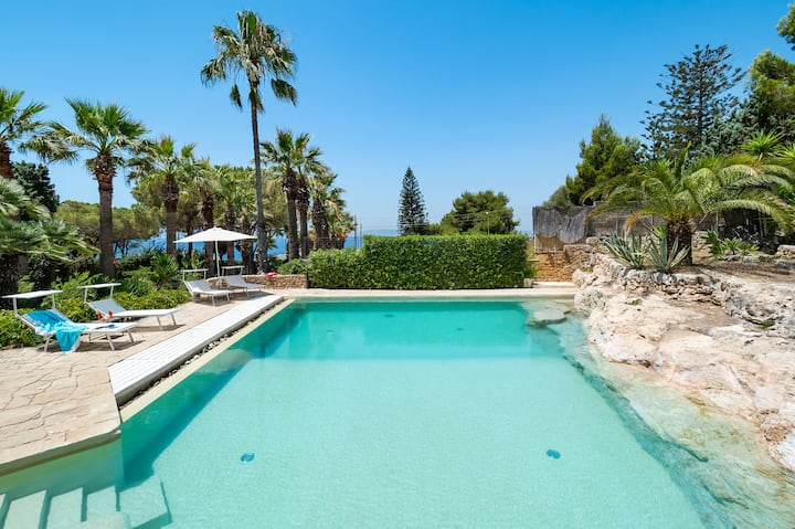 Private villa with pool, walking distance from sea