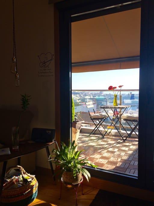 Terraza Soleada ideal para desayunos y cenas con vistas al mar,muelle trasatlánticos y Torre de Hercules