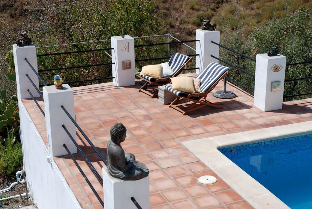 verschillende, soms overdekte, terrassen