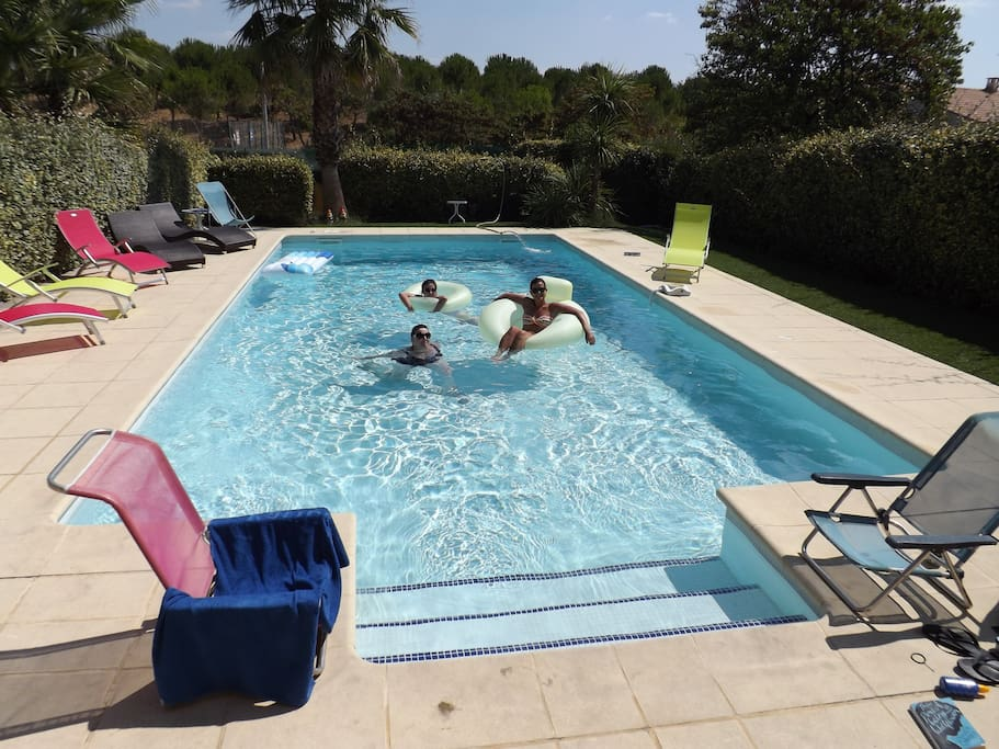 Chambre clim dans villa piscine tennis parking villas for Piscine privee montpellier