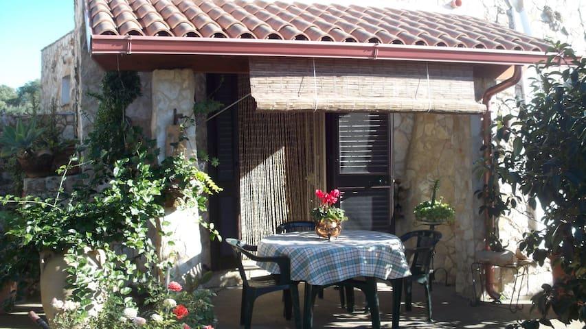 Borgo Immacolata trullo piccolo - Torre Vado - Huis