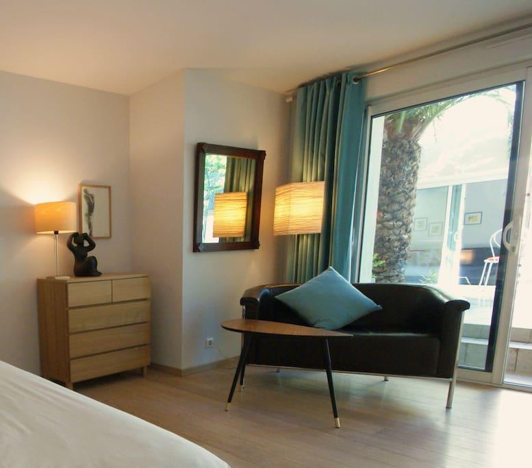 couette et caf chambre thalie chambres d 39 h tes louer montpellier languedoc roussillon. Black Bedroom Furniture Sets. Home Design Ideas