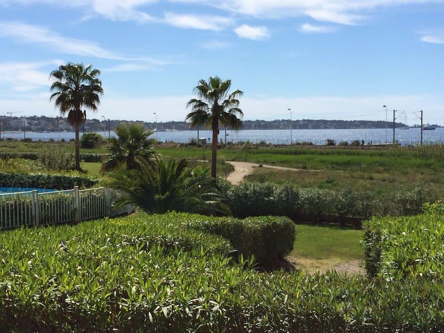 vue sur la mer et des espaces verts