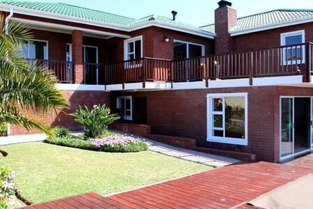 Generous hillsidevilla with seaview - Still Bay - Villa