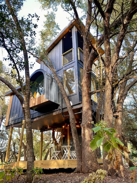 Leaf Treehouse at HoneyTree Farm