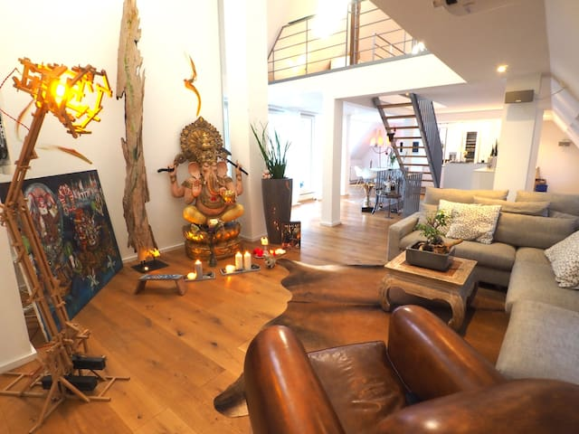 HISTORIC CENTER AT DOM - 240 M2 PENTHOUSE