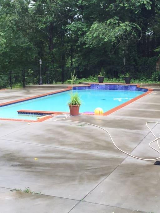 22,000 gal pool