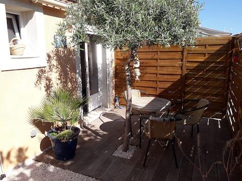 Studio 17m² dans villa, clim et wifi gratuit.
