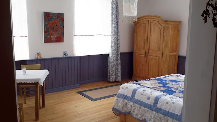 Gästezimmer in ehemaligem Schulhaus - Eßweiler - Andere