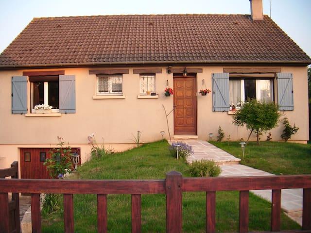 CHAMBRE CHEZ L'HABITANT AUX PORTES - Lucé - Dům