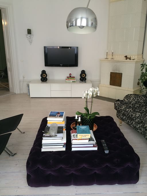 Livingroom with TV