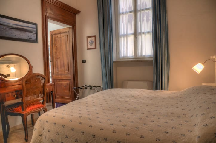 ROMANTICA  CAMERA AZZURRA - Saluzzo - บ้าน