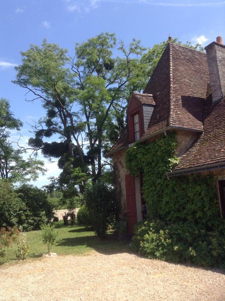 Maison au calme dans un grand jardin arboré