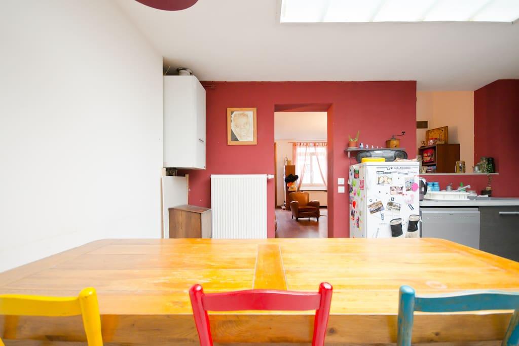 Bienvenus dans la cuisine propice a la convivialité