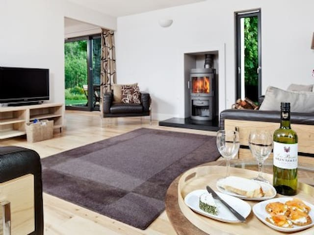 Peffer Lodge Luxury Self-catering in Strathpeffer - Strathpeffer - House