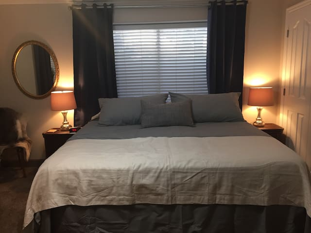 Luxurious king room with FREE breakfast! - Hildale  - Rumah