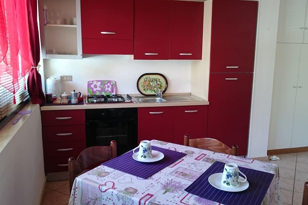 La cucina full-accessorized