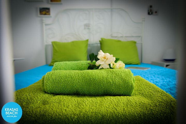 Double bed & bath towels