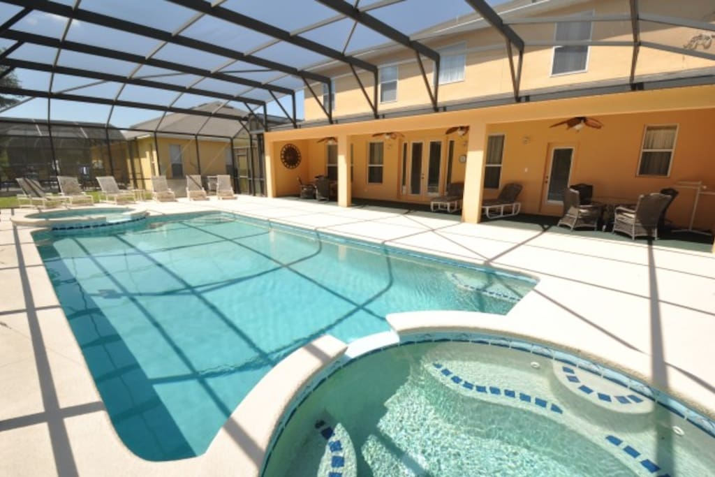 Emerald Retreat With Huge Pool Houses For Rent In
