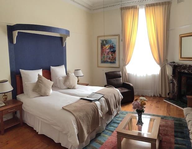 Brenwin Guesthouse - Select Room - Cape Town - Bed & Breakfast