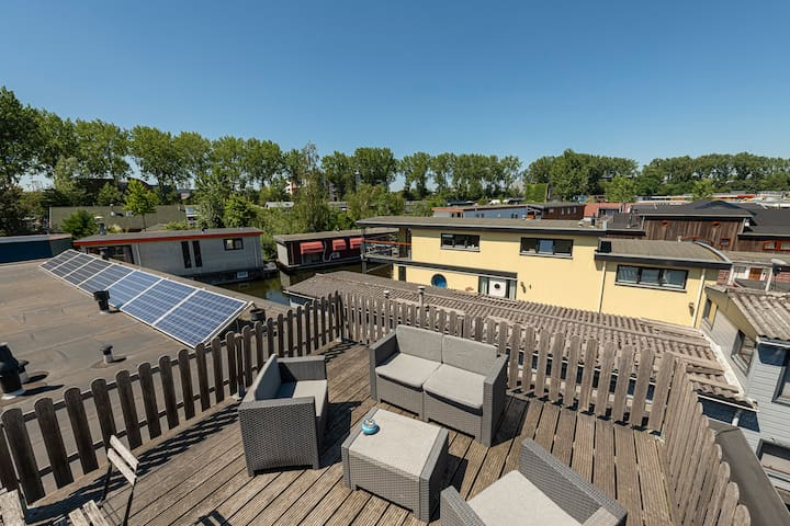 Nova Houseboat is totally powered by solar panels