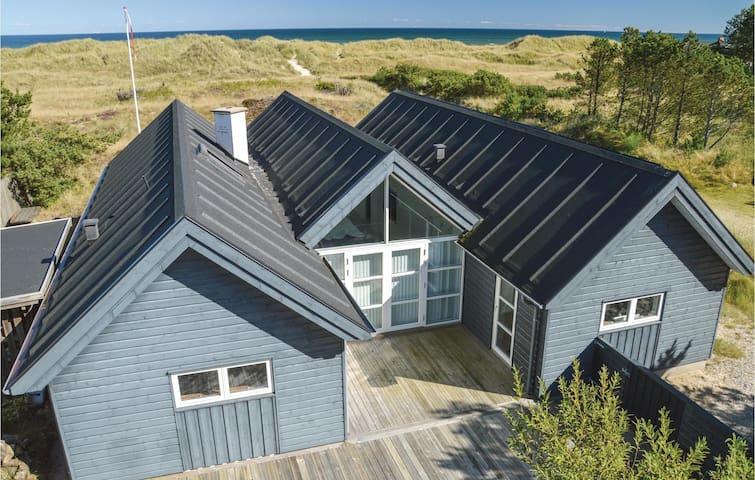 Holiday cottage with 3 bedrooms on 155m² in Ålbæk