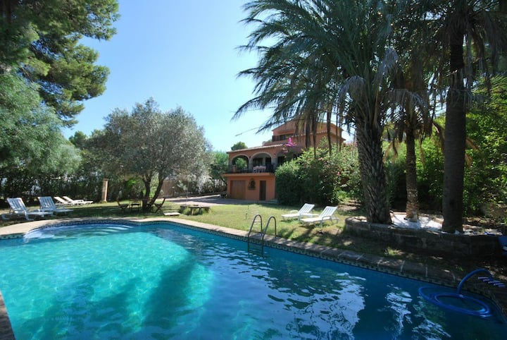 Cozy beautiful Villa, 5m beach, pool, optic fibre