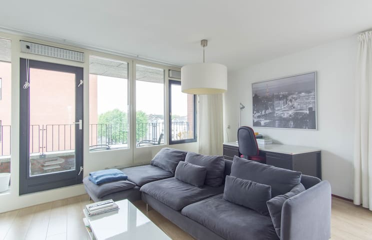 Sunny, Modern Apartment with Panoramic City Views
