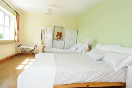 Teach Doirín B&B(Honeysuckle Room) - Ballaghaderreen - Bed & Breakfast