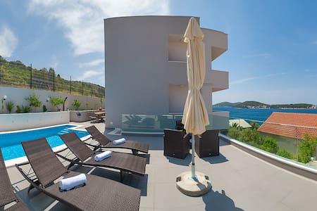 Superior luxury villa with pool **** - Rogoznica