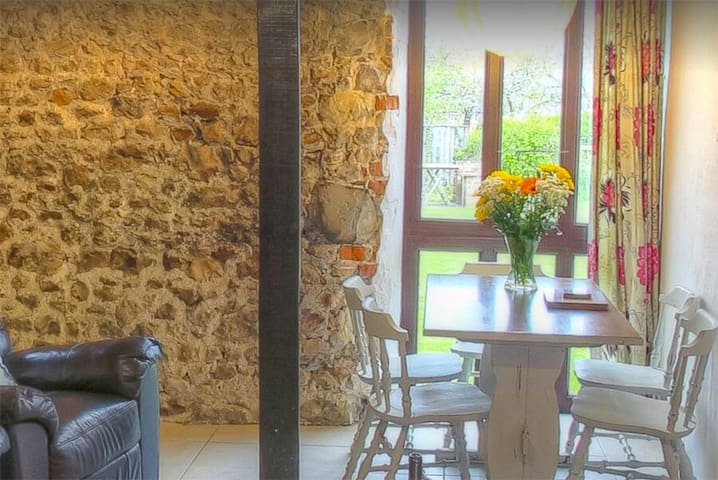Converted Barn with Indoor Pool Complex & Alpacas! - Whitchurch Canonicorum, Nr Lyme Regis - House