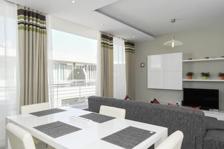 Modern Luxury Penthouse in Perfect Sliema Location - Sliema - Apartment
